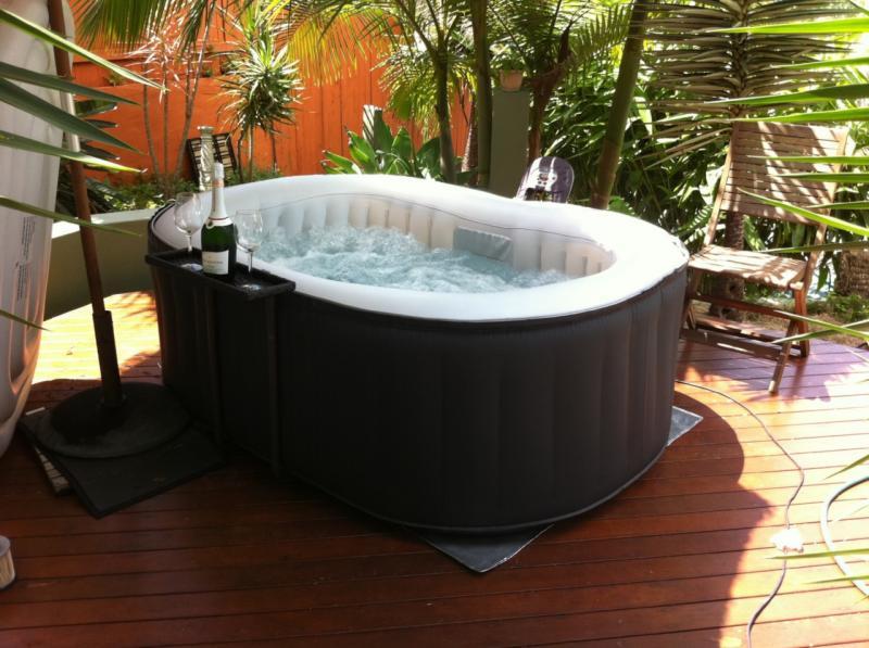 felf jhat jakuzzik spa trend online wellness magazin. Black Bedroom Furniture Sets. Home Design Ideas