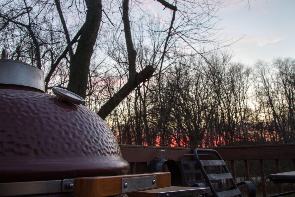 Zárva vagy nyitva legyen a tető a kamado grillnél?