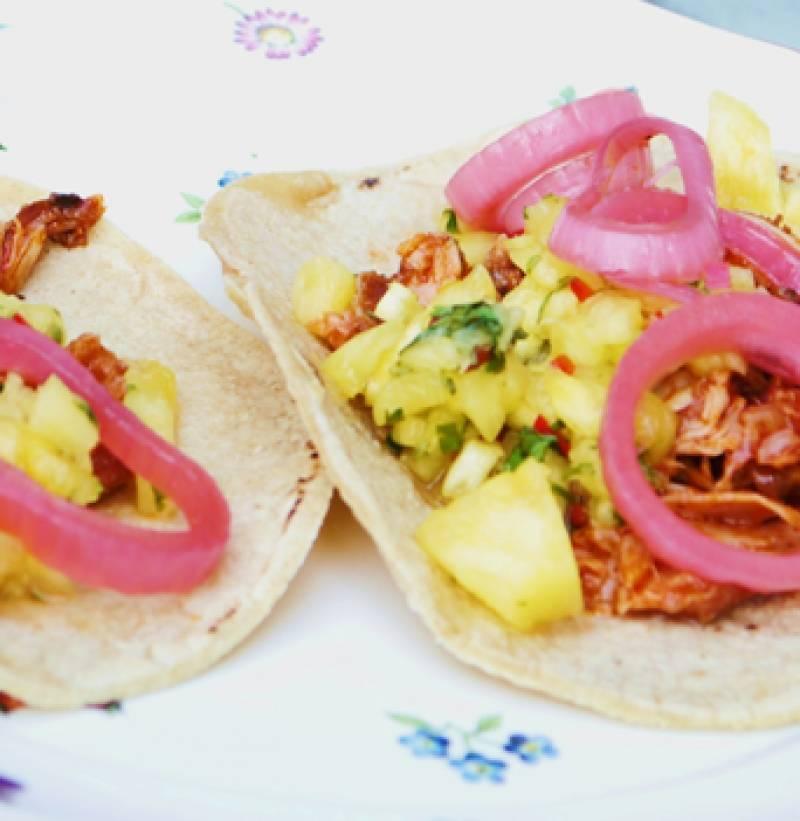 Füstölt csirke taco