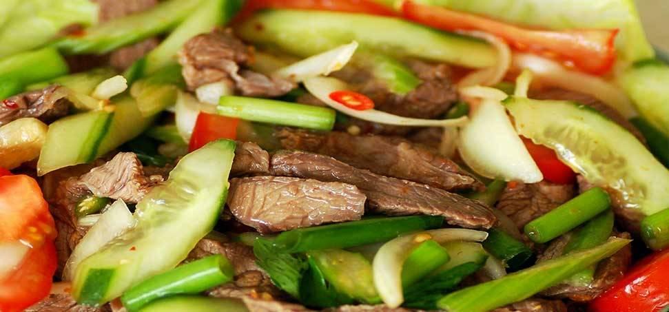 Thai marhahús saláta