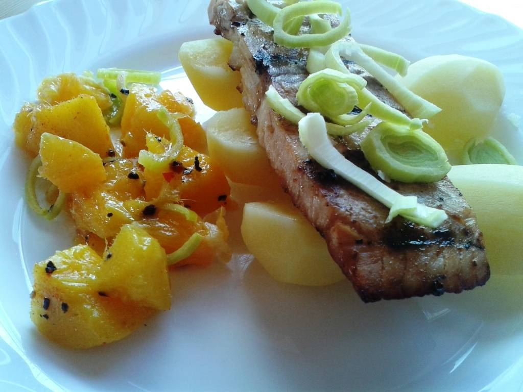 Grillezett lazac, narancsos mangómártással