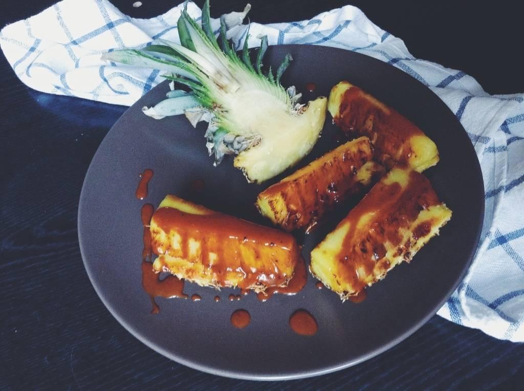 Grillezett ananász karamellel