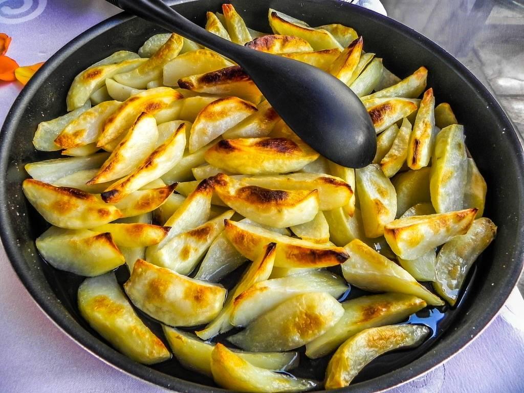 Grillezett burgonya saláta bacon-ös mártással