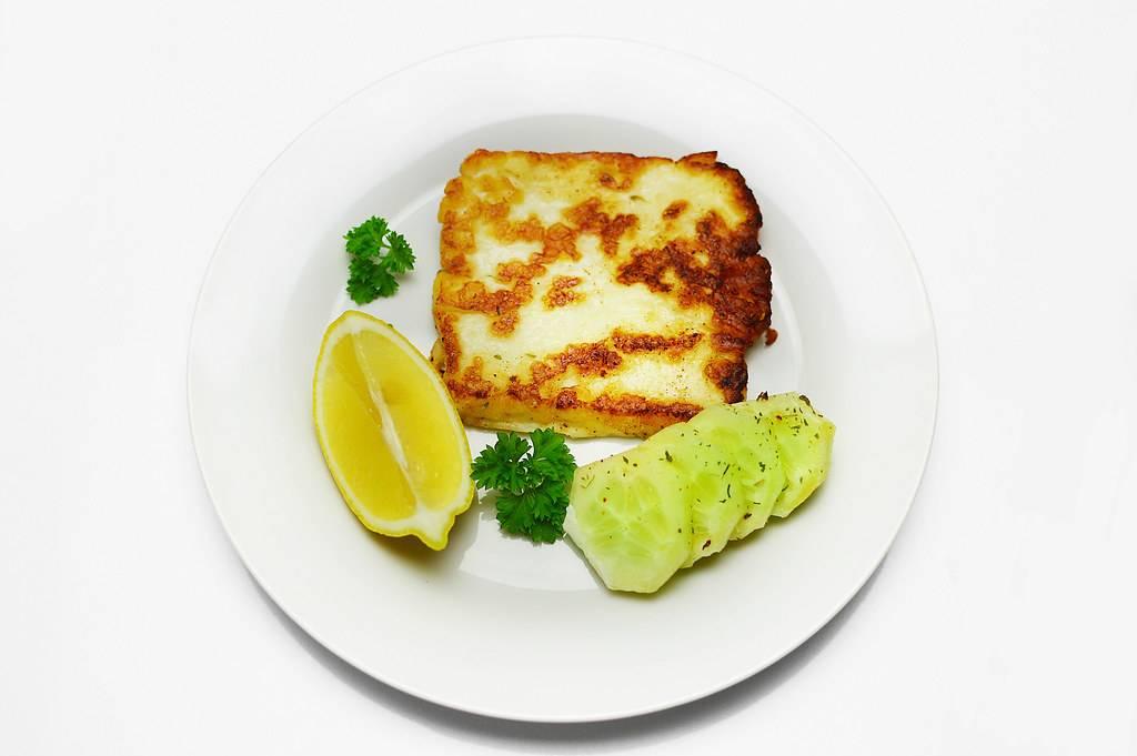 Sonkába tekert grillezett sajt