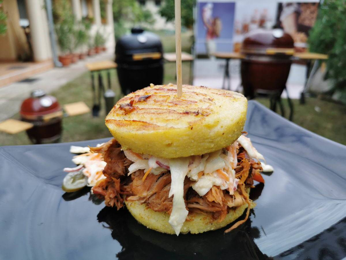 VIDEÓRECEPT! Polenta Pulled Pork Burger