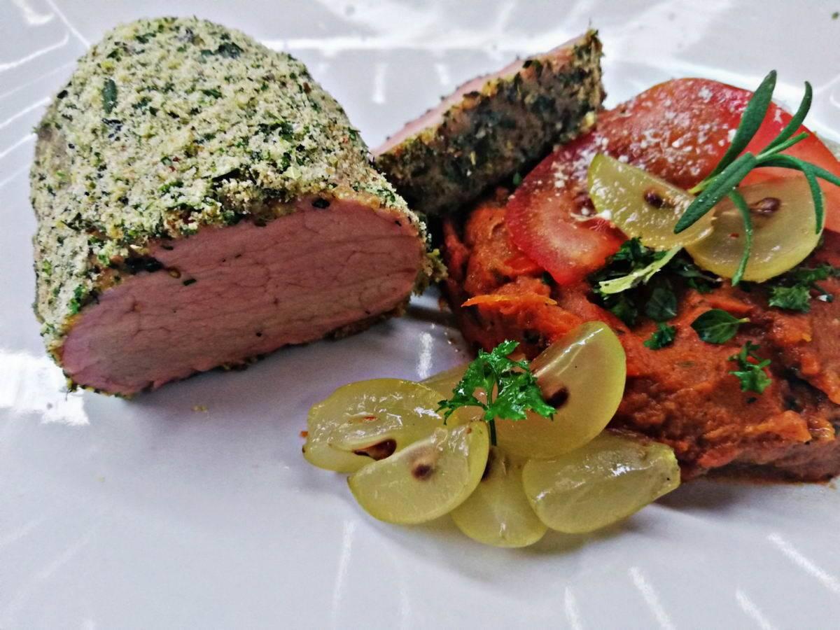 VIDEÓRECEPT!  Zöldfűszeres parmezános szűz grillen, szarvasgombás, sült tökpürével