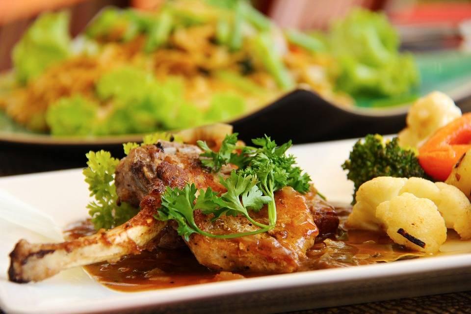 Fűszeres, fokhagymás bárányszelet a grillről