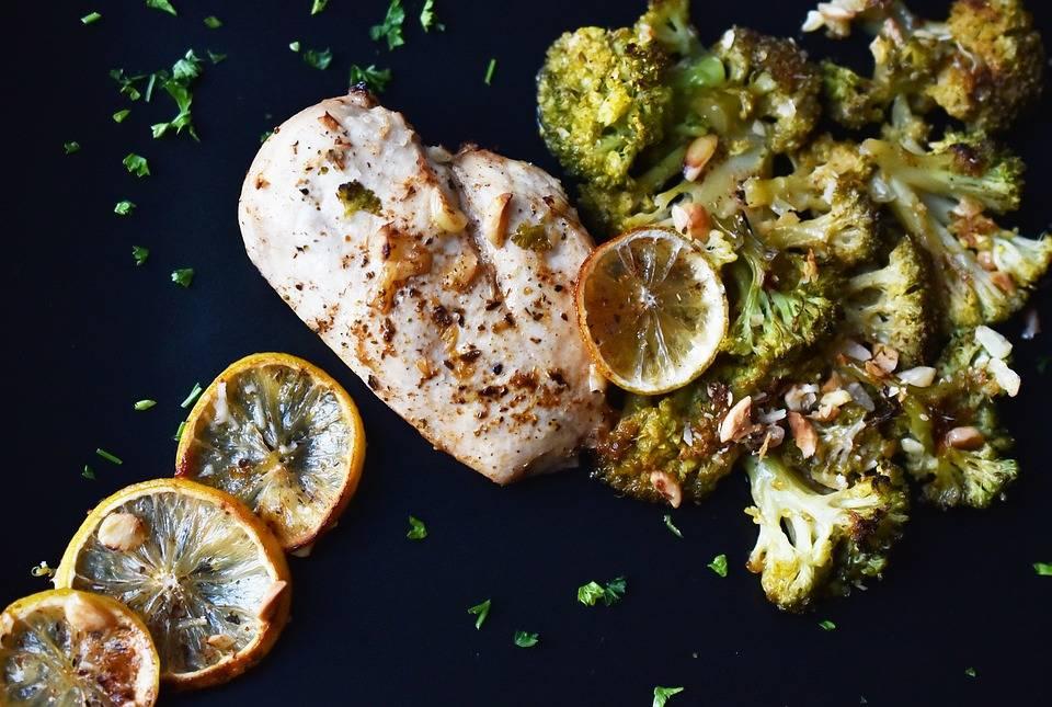 Grillezett brokkoli saláta köretnek