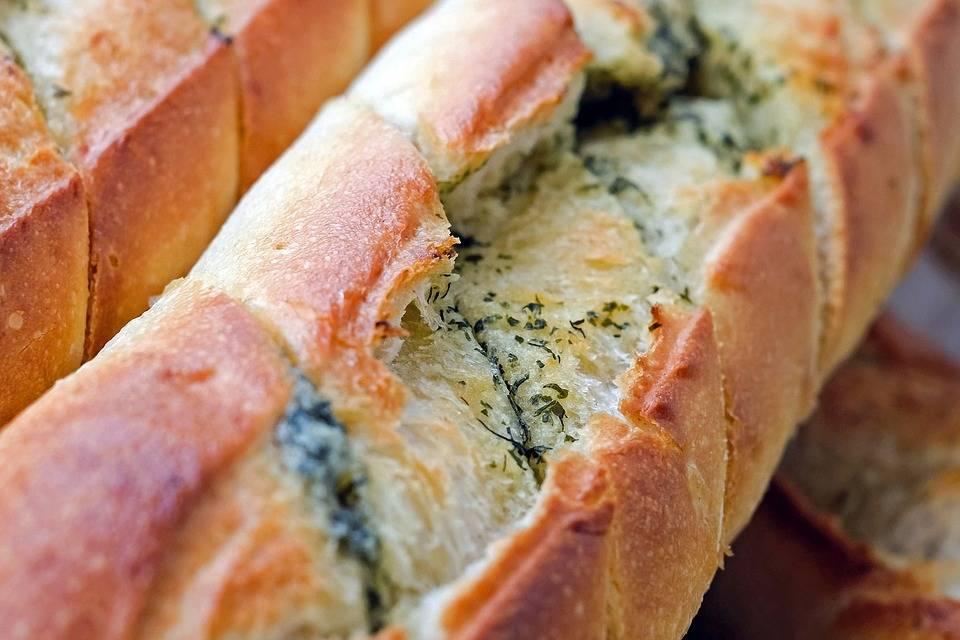 Grilleztett sajtos kenyér gombával