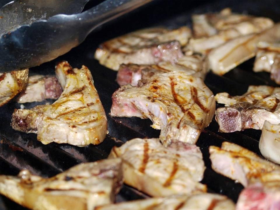 Grillezett sertés szelet szezámos káposztával