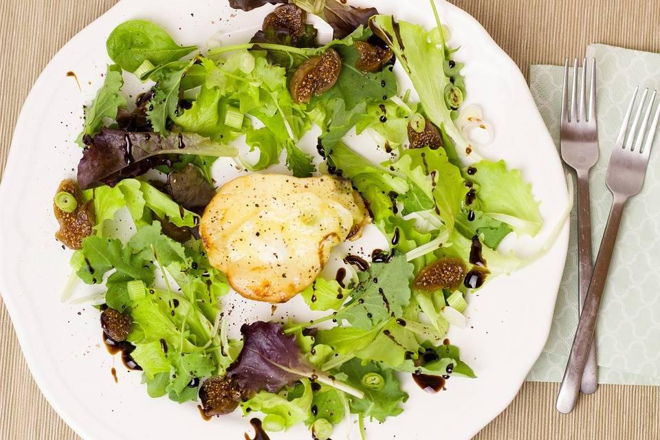Meleg körte saláta kecske sajttal