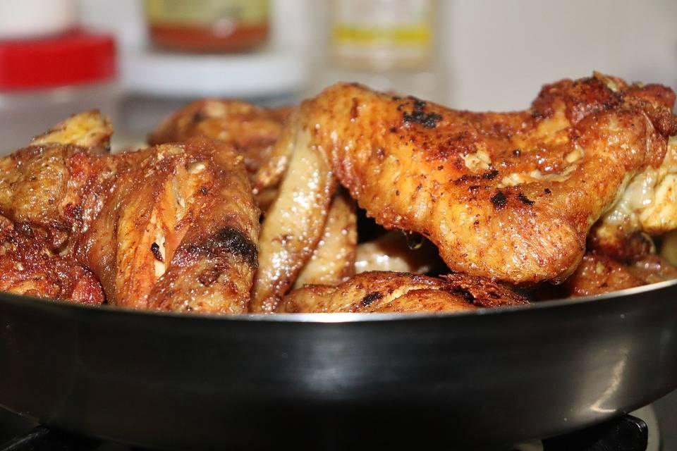 Csípős barackos csirkeszárnyak