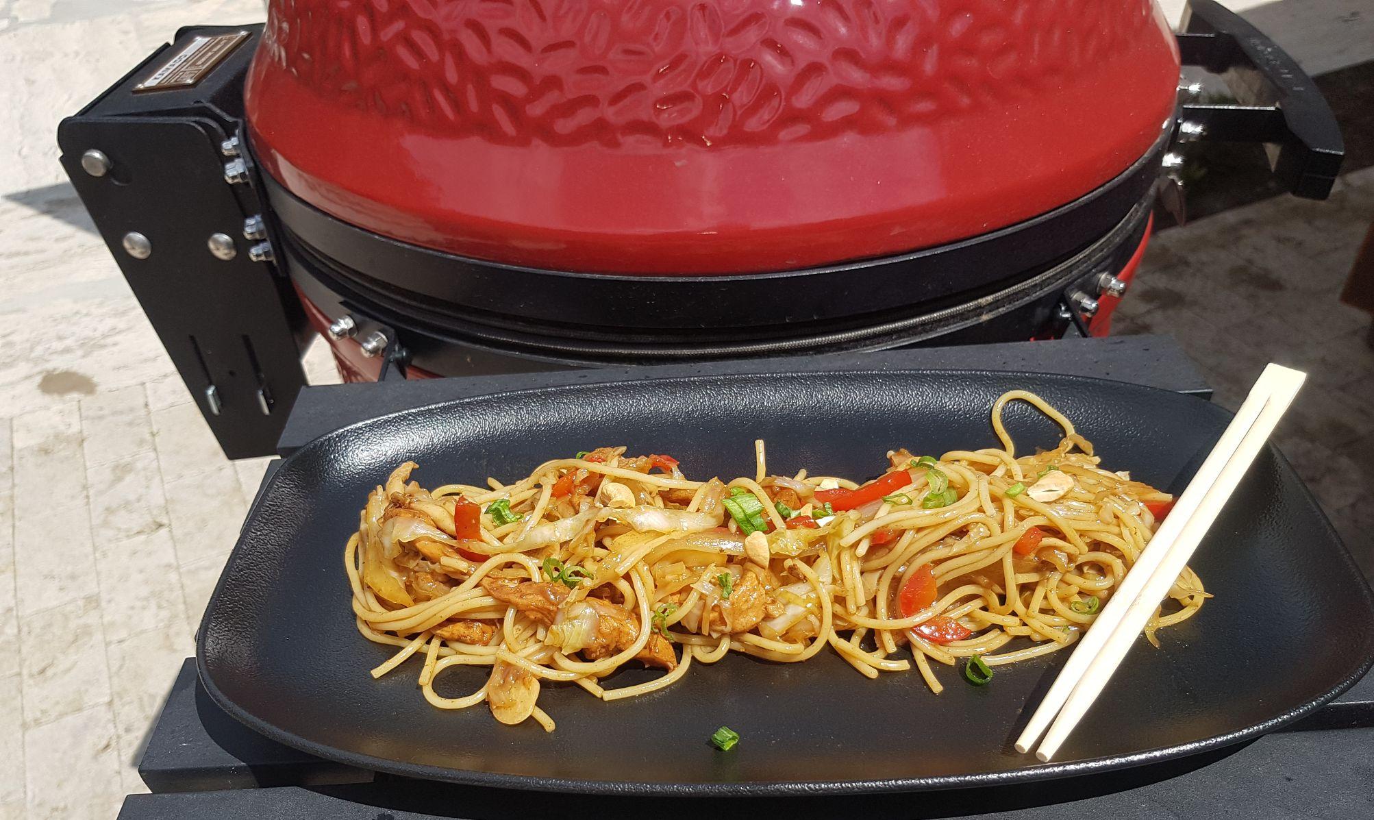 Ázsiai zöldséges Csirke Kamado Joeban