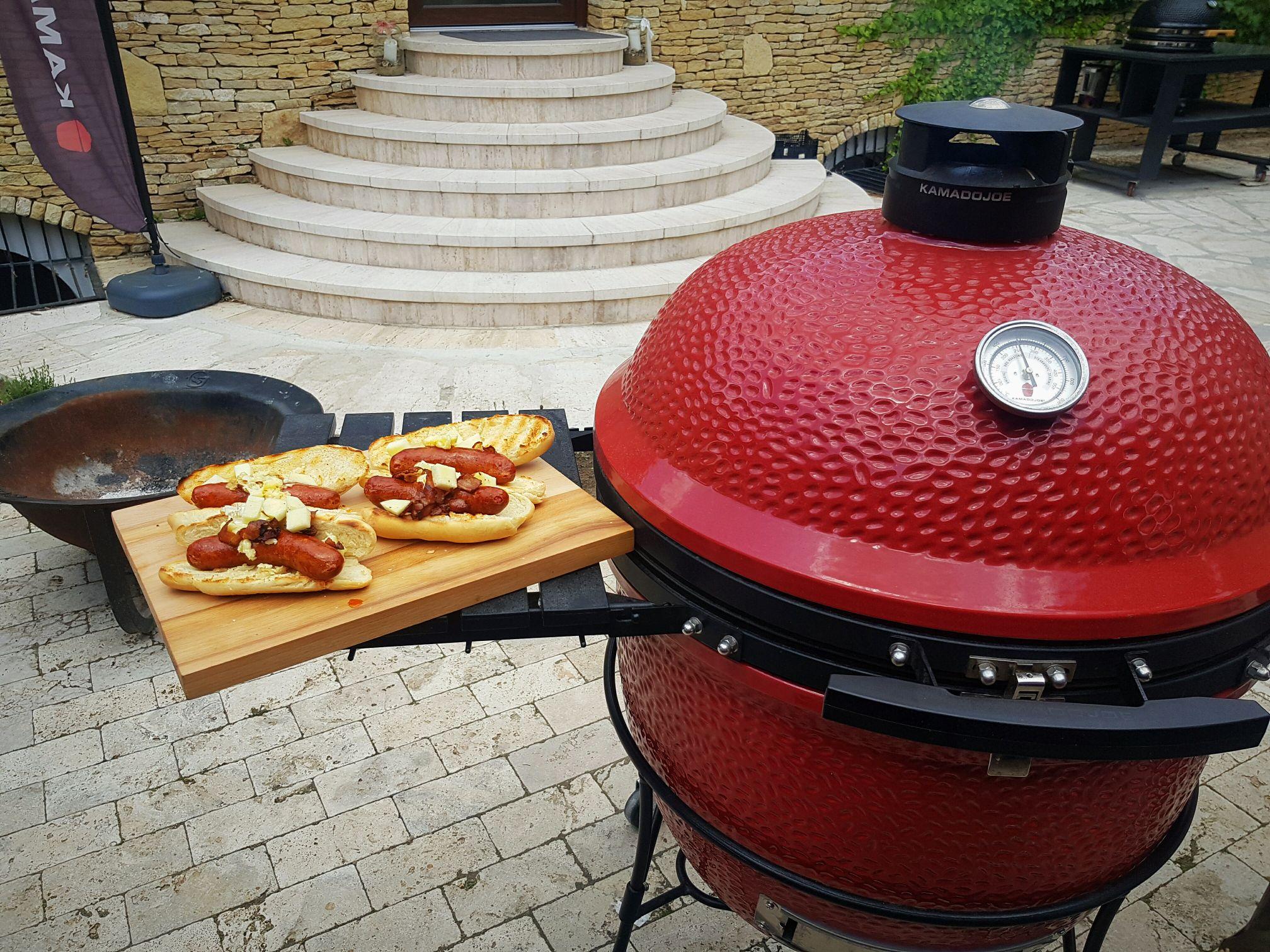 Hot Dog egyenesen a Kamado Joe receptkönyvéből