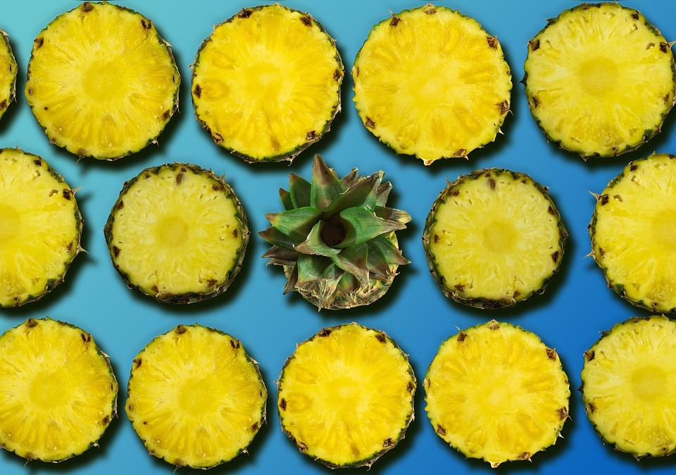 Fahéjas ananász falatkák