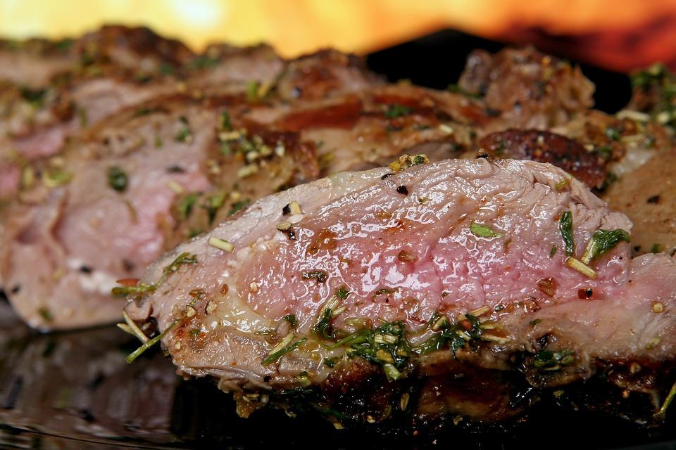 Marinált grillezett steak sült paradicsommal
