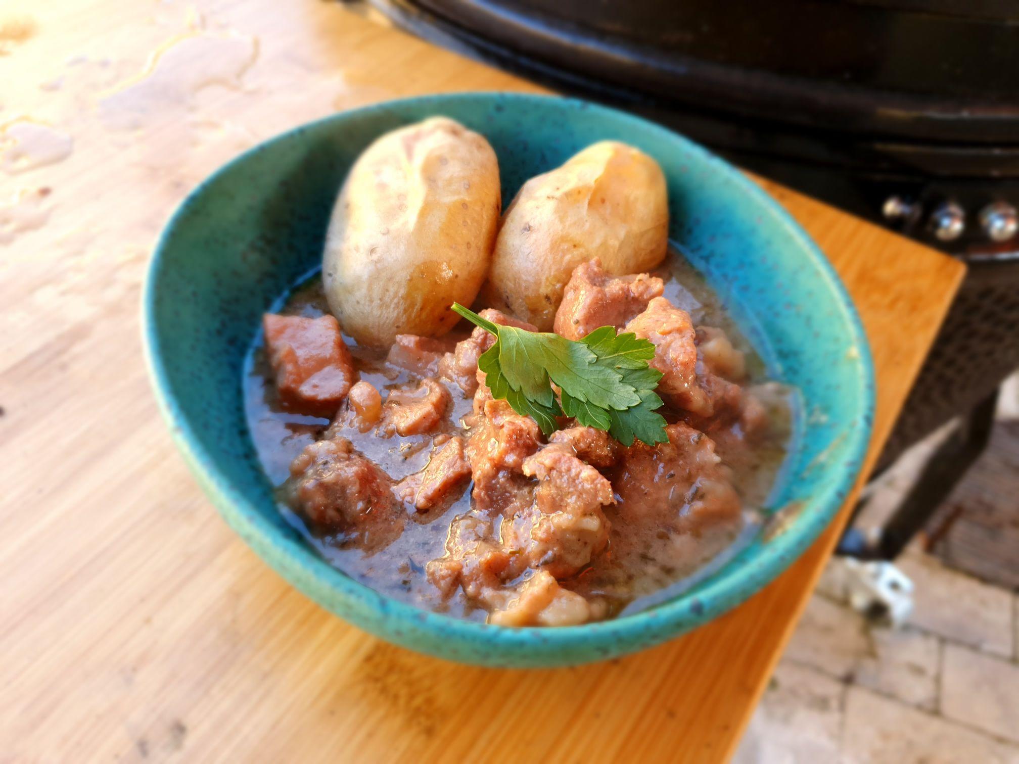 Belga meggysörös sertésragu Kamado Chef grillen