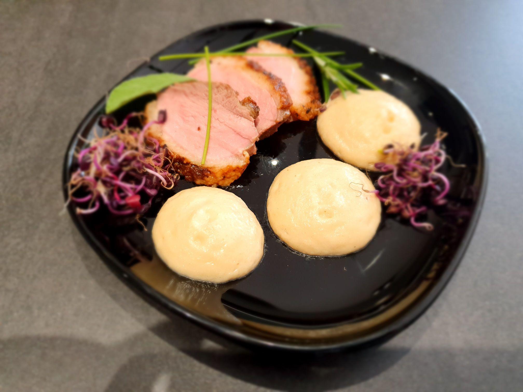 Rosé kacsamell füstös zeller espumával Kamado Joe kerámia grillen