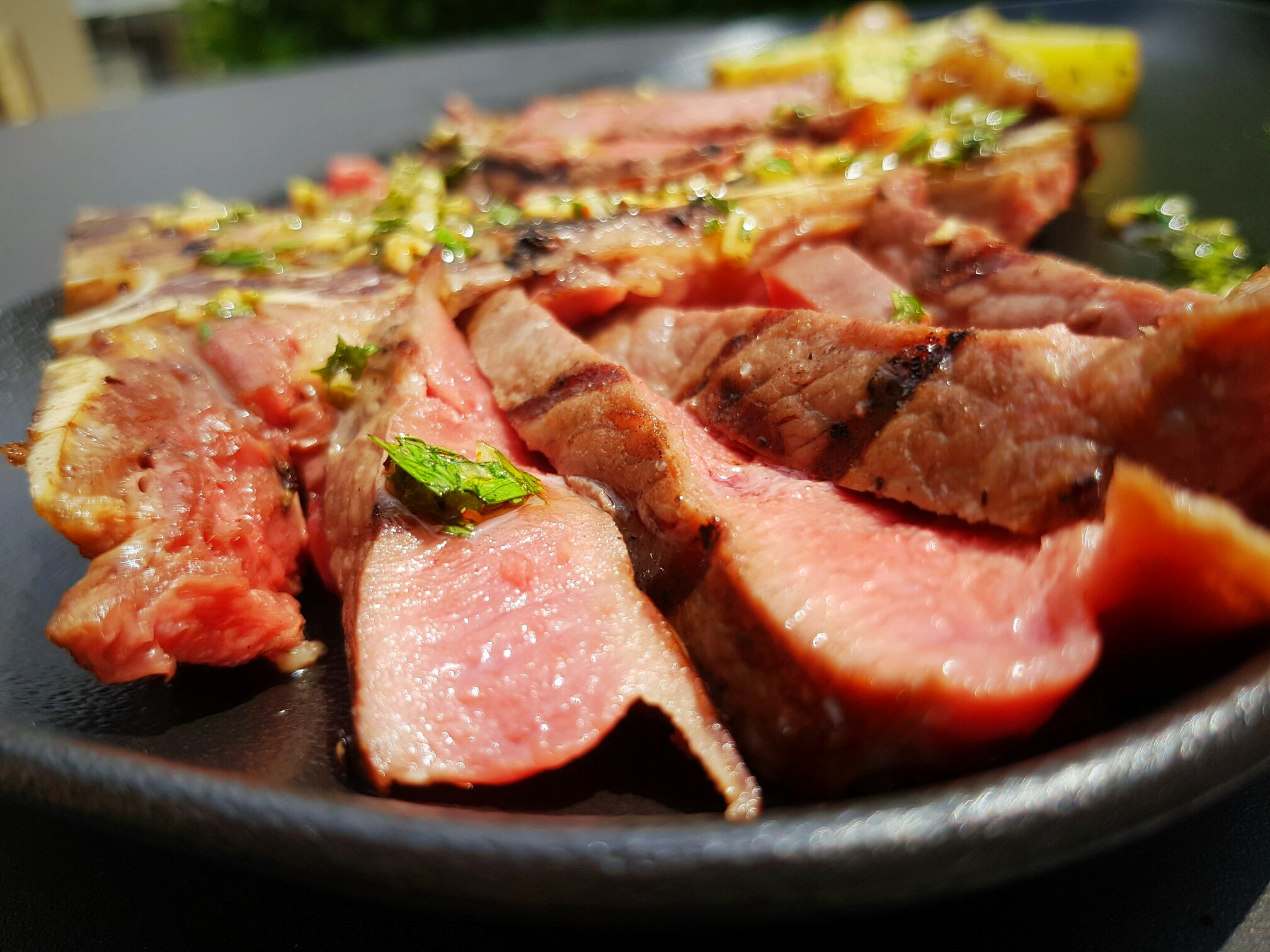 T-bone steak Broil King gázgrillen