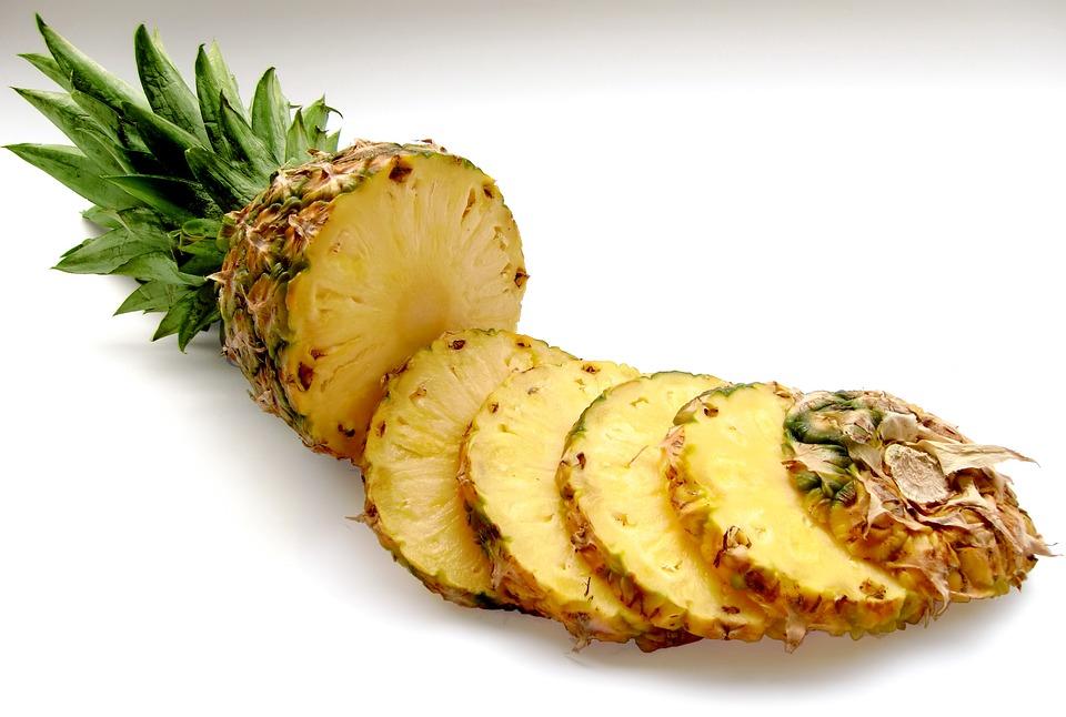 Rumba áztatott ananász desszert