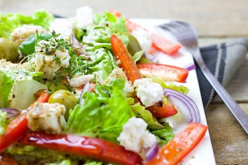 Vegán Caesar saláta grillezve