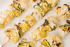 Cukkini és karfiol nyársak feta sajttal