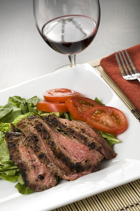 Egyszerű pácban érlelt flank steak