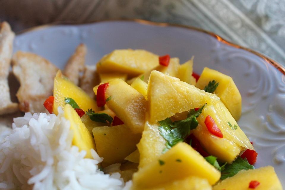 Grillezett csirke mangós salátával