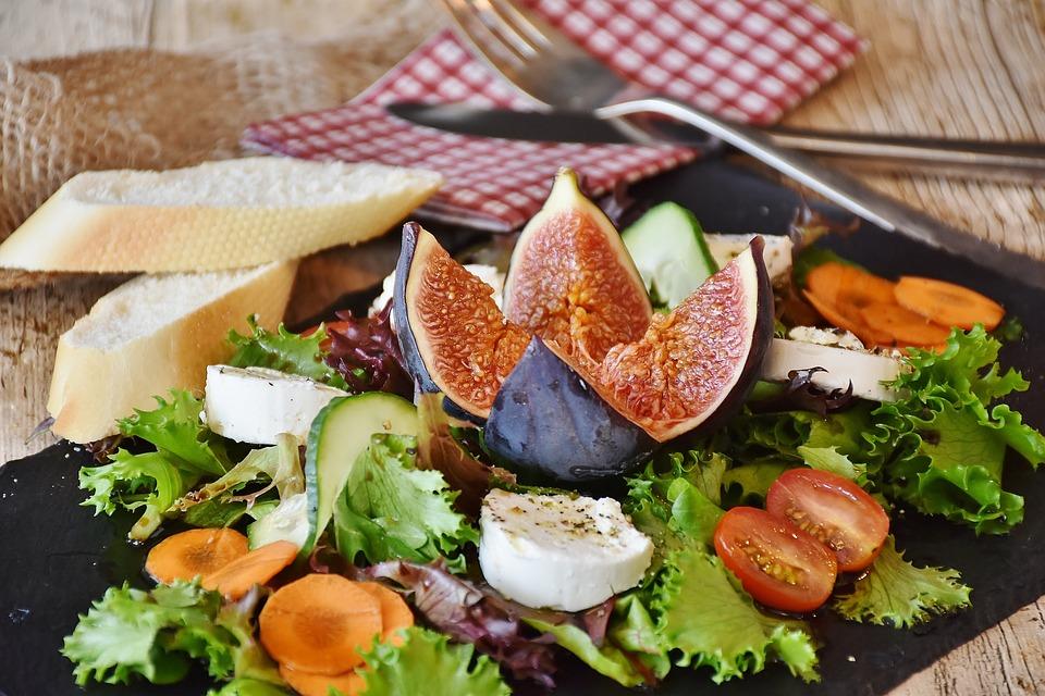 Grillezett kecskesajt balzsamecetes salátával