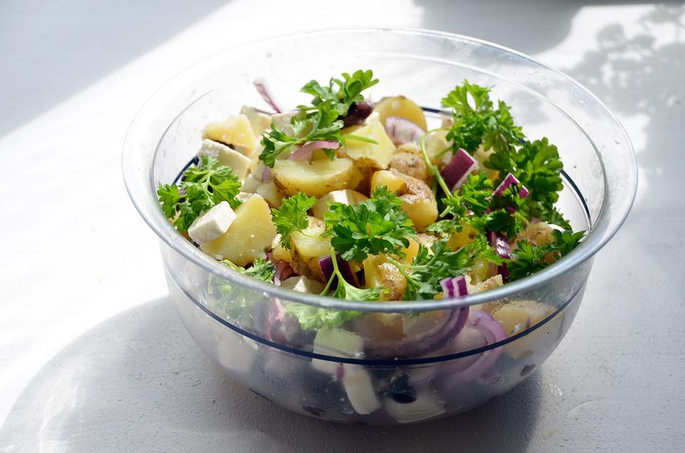 Grillezett krumplisaláta chilivel