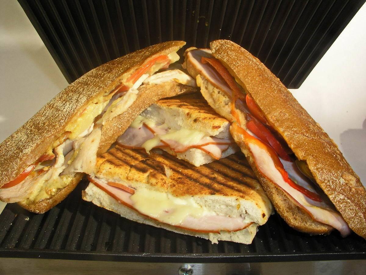 Grillezett sajtos szendvics egy kis extrával